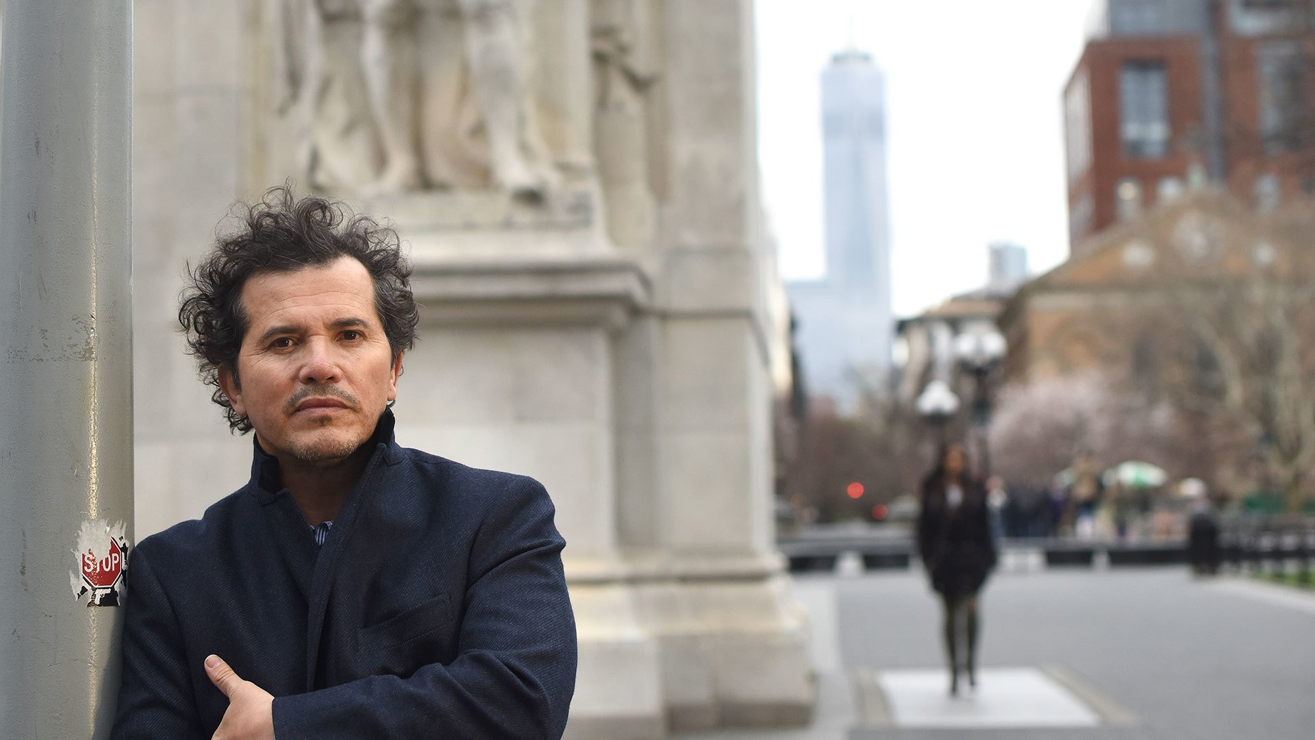 John Leguizamo on the sidewalk